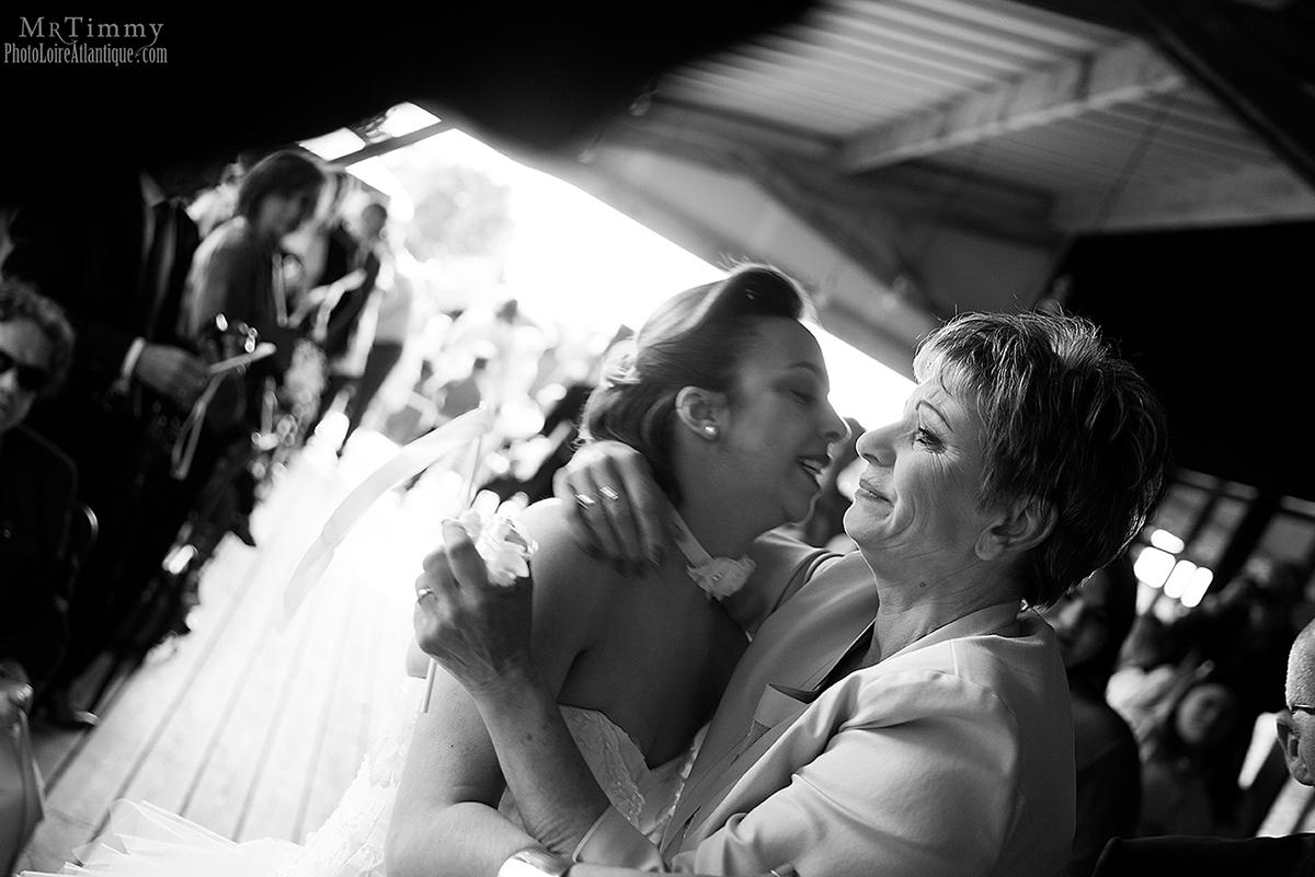cérémonie laïque salle c est ici saint nazaire mariage reception photographe mrtimmy loire atlantique emotion photo noire et blanc